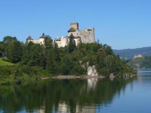 pohľad na hrad Niedzica - Poľsko