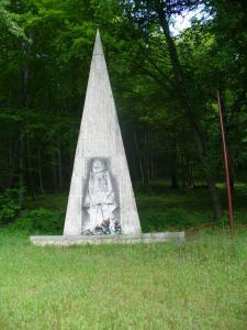 ---0 Pamätník padlým na Pirnagovom vrchu