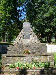 P1160733---pamätník osloboditeľom v Slanci